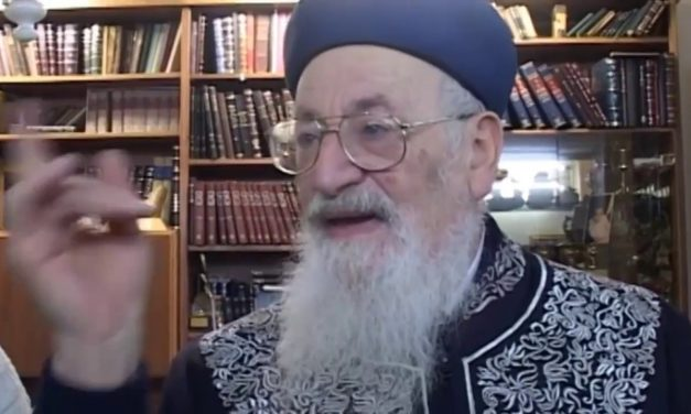 """חג הסוכות מצוות ניסוך המים הרב מרדכי אליהו זצ""""ל"""